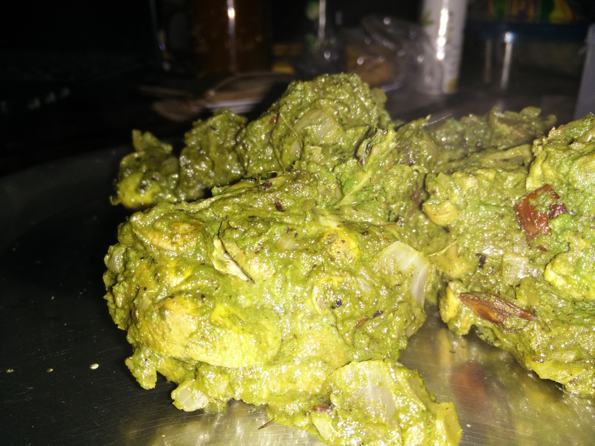 Harabhara Bewda Murga [Green Drunk Chicken]